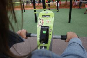 vélo chargeur avec port usb agrès de fitness exterieur pour collectivité mairie association